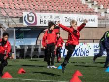 Grote inzamelingsactie voor opleiding Helmond Sport met hulp van Berry van Aerle en René van de Kerkhof