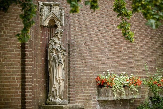 Sint Jozef in de Helmichstraat in Huissen. Het is een van de oudste beelden in de stad.
