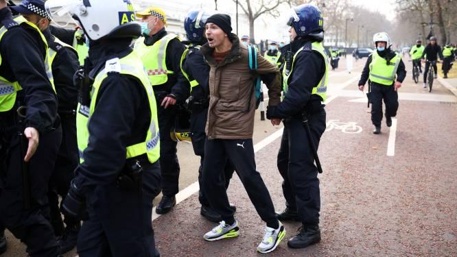 Antilockdowndemonstranten in Londen slaags met politie, ruim 150 arrestaties