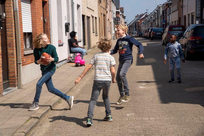 Buitenspeeldag in de speelstraat in de Collegiebaan in Wetteren.