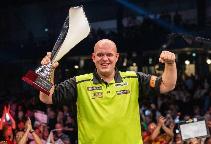 Michael van Gerwen pakte vorige week bij de Nordic Darts Masters zijn eerste trofee van 2021.