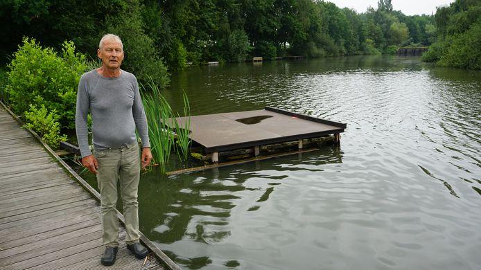 Patrick Bodson bij één van de vispontons.