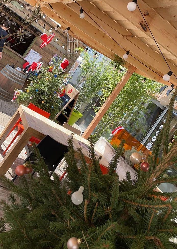 Chez Jannine, un restaurant spécialisé dans le hamburger situé à Huy, on a décidé de fête Noël en mai.