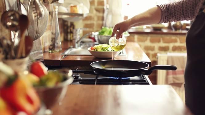 """""""Koudgeperste olie gebruik je het best als smaakmaker, om brood in te dippen en om te smoren en stoven"""": welke olie gebruik je voor welk gerecht?"""