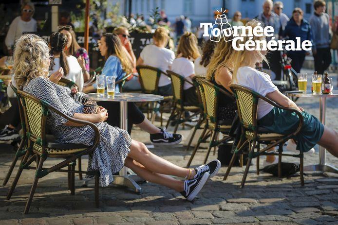 Zomers genieten in Gent, een beeld van juli 2020. Heel wat gemeenten sparen kosten noch moeite om van de heropening een feest te maken.