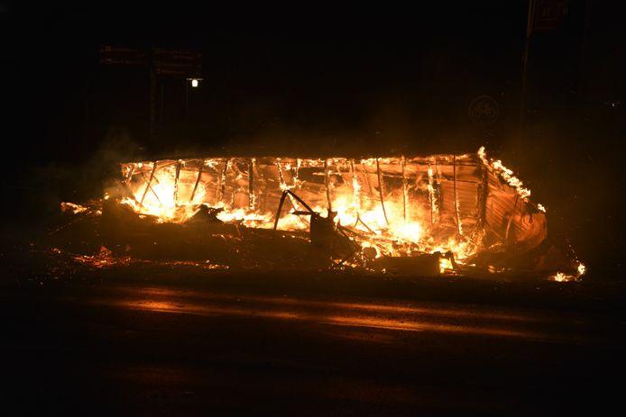 Stacaravan gaat op in vlammen in Daarle