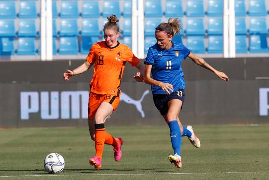 Sisca Folkertsma in duel met Barbara Bonansea.