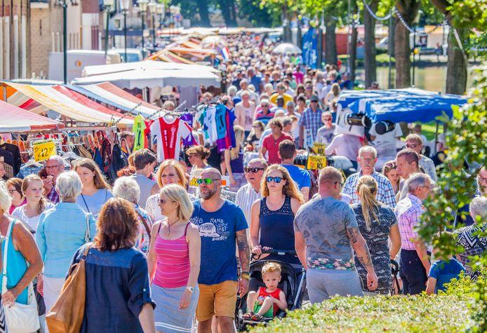 Een beeld dat dit jaar niet te zien zal zijn in 's-Gravendeel: drukte tijdens de jaarmarkt, één van de vaste programmaonderdelen van de Feestweek in het dorp