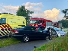 Twee gewonden bij botsing op Eperweg