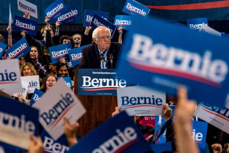 Bernie Sanders blijft voorlopig op kop in de voorverkiezingen, maar kan hij Biden en/of Bloomberg tegenhouden? Beeld AFP