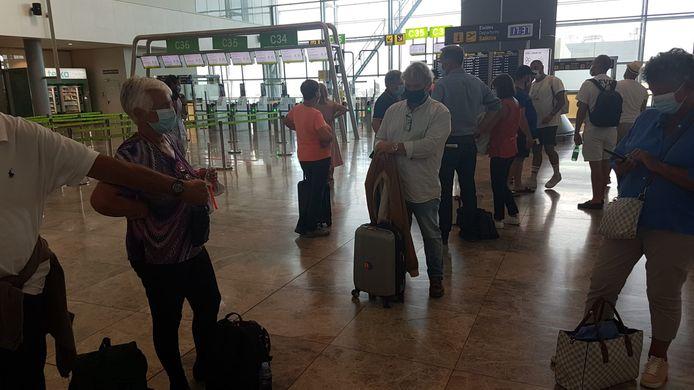 Enkele tientallen Belgen zitten vast op de luchthaven van Alicante.