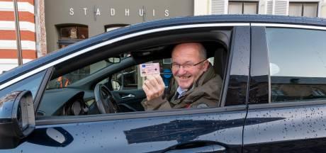 Na half jaar wachten heeft Jan (68) uit Hattem eindelijk zijn rijbewijs