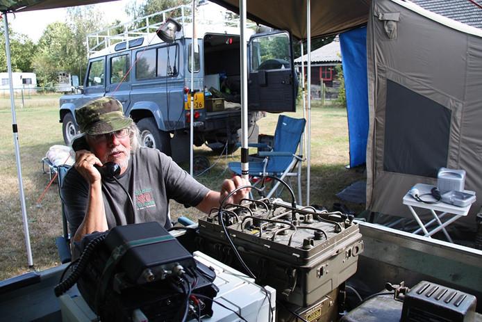 Ben Gijsen legt radiocontact met PE1MYS in Eindhoven