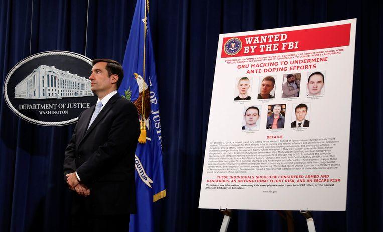 John Demers van het Amerikaanse ministerie van Justitie stelt zeven Russische inlichtingenofficieren in staat van beschuldiging.  Beeld REUTERS
