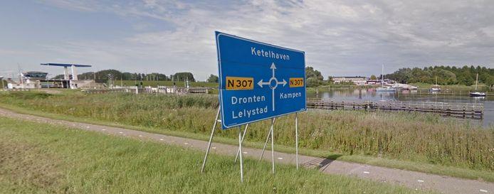 De Drontermeerdijk in Flevoland.