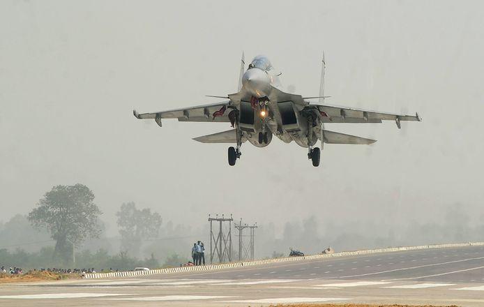 De Sukhoi, een Indiaas toestel van Russische makelij.