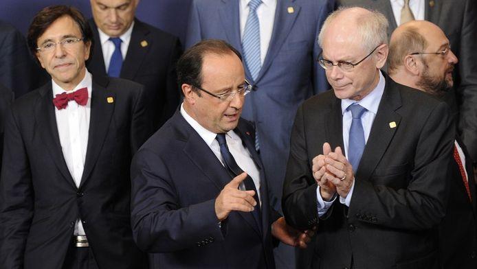 De Franse president Francois Hollande in gesprek met Euro-voorzitter Herman Van Rompuy op de Eurotop in Brussel.