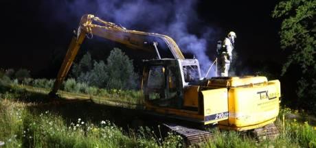Graafmachine brandt uit in Rosmalen, mogelijk aangestoken