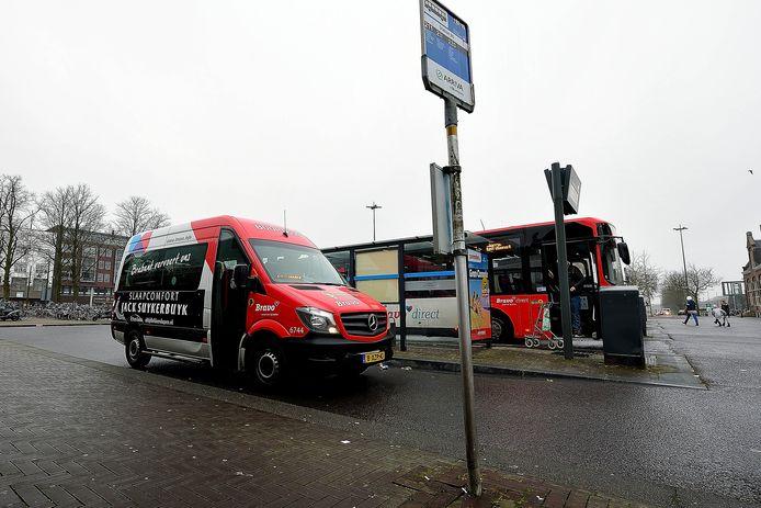 De buurtbussen mogen weer rijden, maar niet alle chauffeurs zien dat nu al zitten.