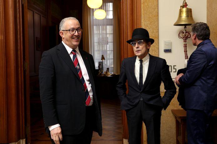 Deelder tijdens een bezoek op 19 november dit jaar aan het Rotterdamse stadhuis, hier met burgemeester Aboutaleb.