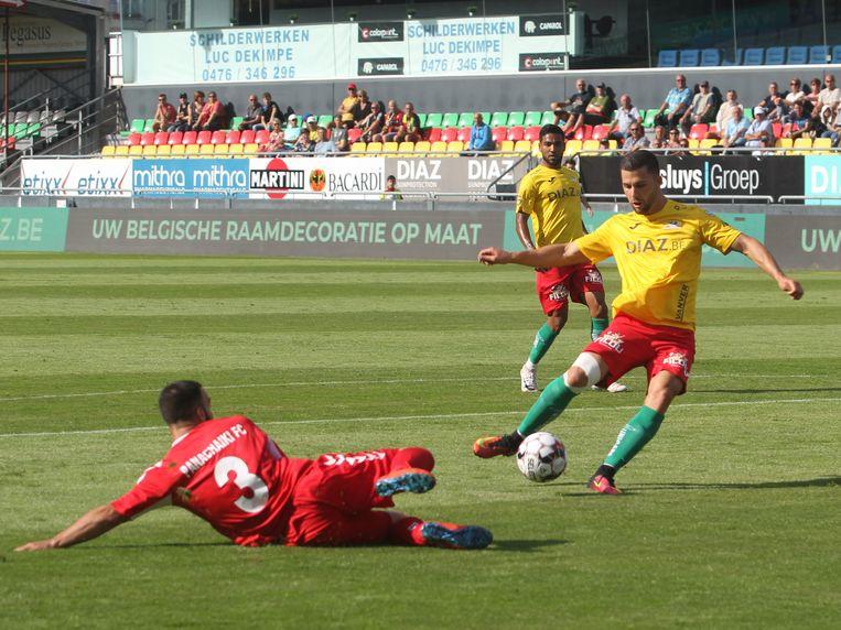Nicolas Rajsel scoort de 1-0