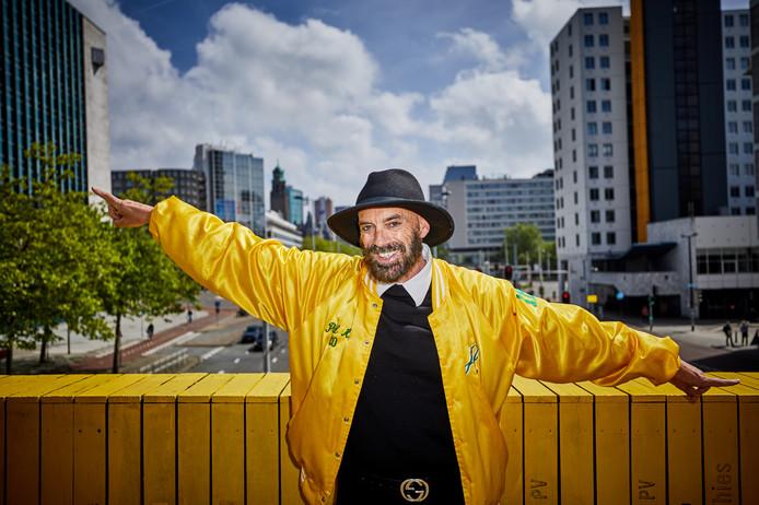 Feestbeest Ted Langenbach in hartje Rotterdam: ,,We moeten uitgaan van onze eigen kracht.''