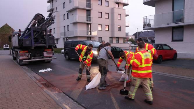 Hydraulische olie in verschillende straten bezorgt brandweer twee uur opkuiswerk