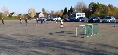 Drive-in voetbal bij de jongens onder 9 jaar van USV Nieuwleusen