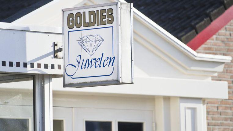 De gevel van juwelier Goldies in Deurne waar onlangs een overval eindigde in de dood van twee overvallers. Beeld anp