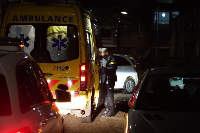 Het slachtoffer werd met een ambulance naar het ziekenhuis afgevoerd.