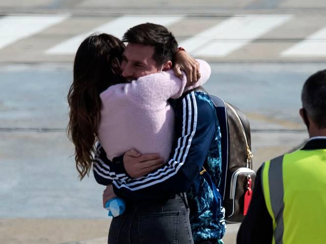 De innige omhelzing die de wereld rondgaat: Messi krijgt warm welkom in Argentinië na Copa América-triomf