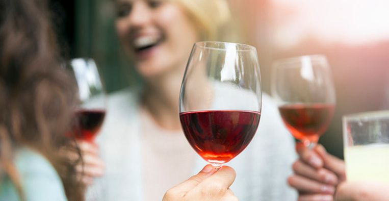 wat te doen tegen vlekken van rode wijn?