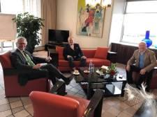 Iedereen werkt thuis, behalve de commissaris van de Koning van Gelderland: 'Is hartstikke veilig'