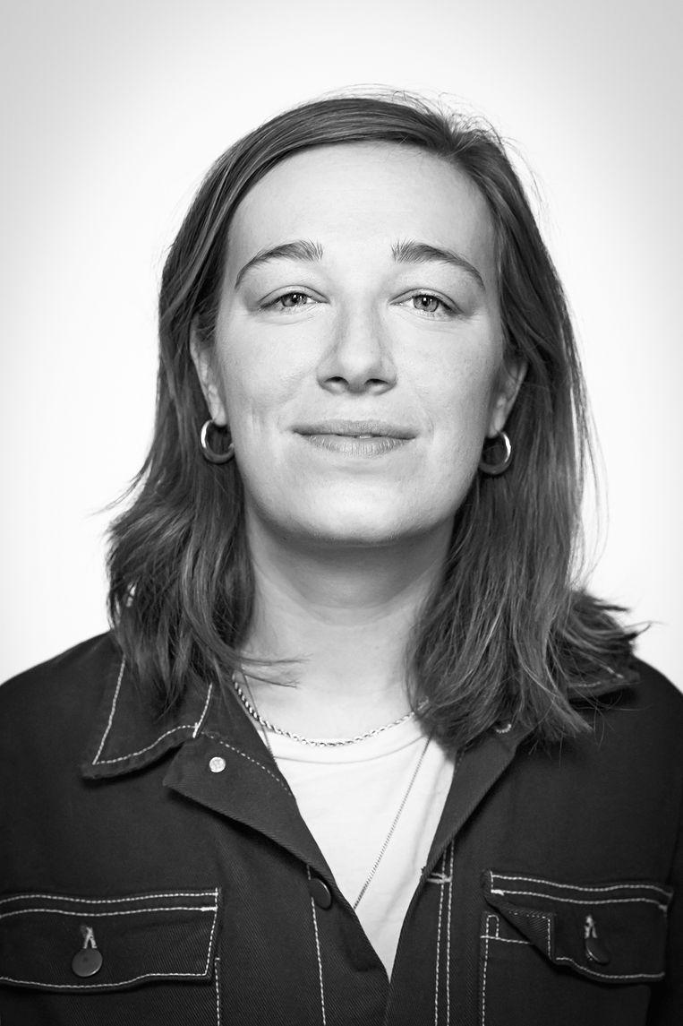 Eefje van den Broek is studente dramaturgie aan de UvA en schrijft haar masterscriptie over de manier waarop publiek kijkt naar de representatie van seksueel geweld op het toneel. Beeld