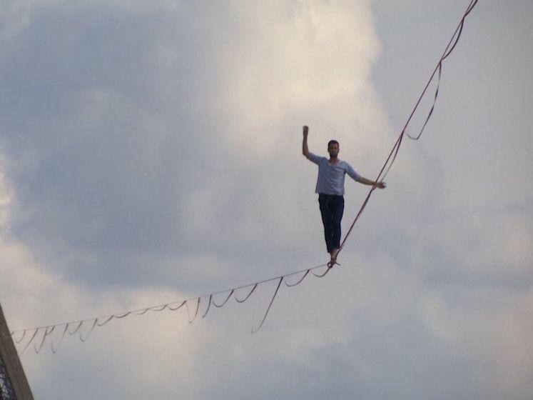 """Koorddanser steekt de Seine over vanop de Eiffeltoren: """"Het was geweldig!"""""""