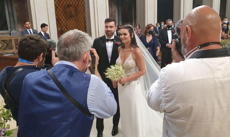 """Grote bruiloften mogen weer in Italië, maar een aantal coronabeperkingen geldt nog steeds, zoals die van het afstand houden en de inreisverboden. Bruid Frisina: """"We hadden tweehonderd mensen willen uitnodigen. Het zijn er nu maar honderdtien."""" Beeld Pauline Valkenet"""