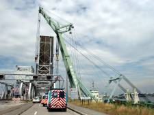 Forse klap tegen Noordkasteelbrug: brugwachtershuisje vernield