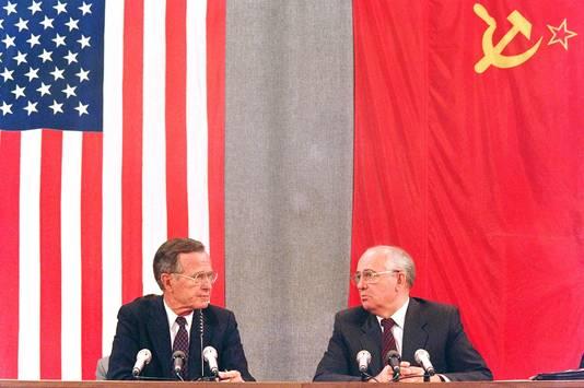 Avec le président américain George H. W. Bush