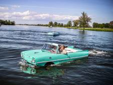 Eindelijk lenteweer, lekker met je auto varen in de Maas: 'Je plompt zo het water in'