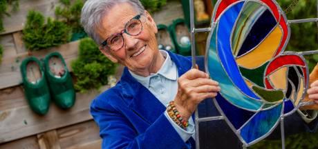 Bert (87) maakt glas in lood: 'Maar dansen is mijn medicijn'
