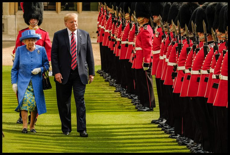 Trump liep de Queen vorig jaar voor de voeten tijdens een inspectie van de erewacht.