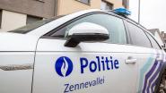 Inbreker in gestolen auto opgepakt na achtervolging, twee andere verdachten kunnen ontkomen