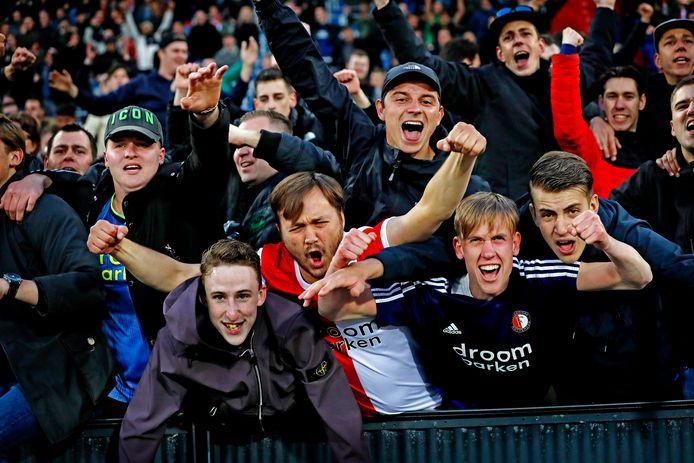 Feyenoordfans kunnen vanaf vandaag hun vouchers omzetten in geld.