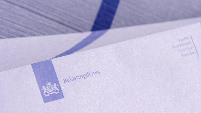 De traditionele blauwe envelop van de Belastingdienst