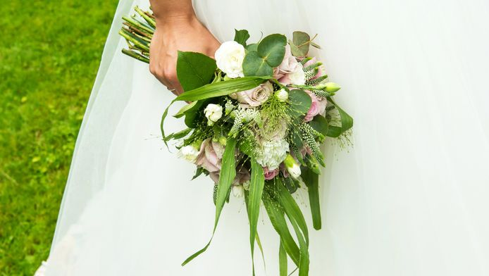 Een bruidsboeket voorafgaand aan de huwelijksvoltrekking. Foto ter illustratie