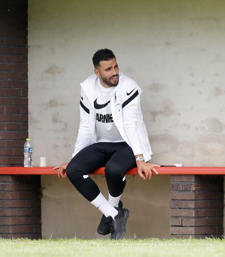 Transferperikelen Bazoer en Tannane verlammen voorbereiding Vitesse: 'Ongemakkelijke situatie'