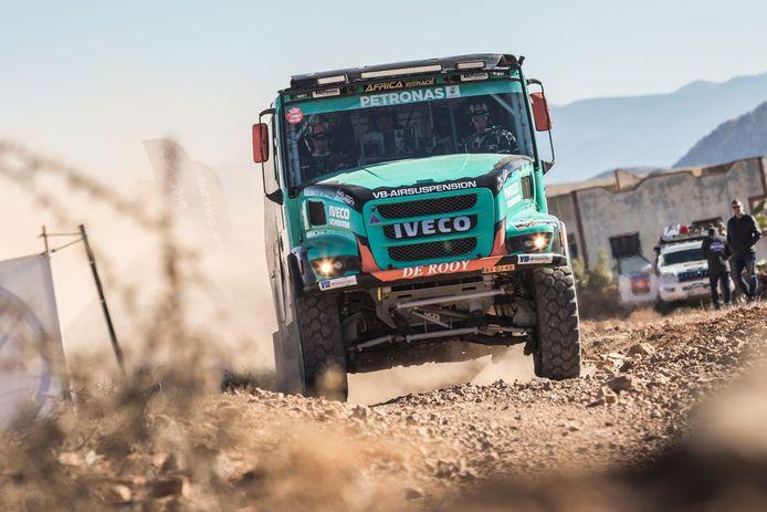 De Iveco Powerstar met onafhankelijke wielophanging tijdens een eerdere test in Marokko.