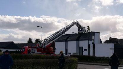 Windstoot zorgt voor schade aan dak
