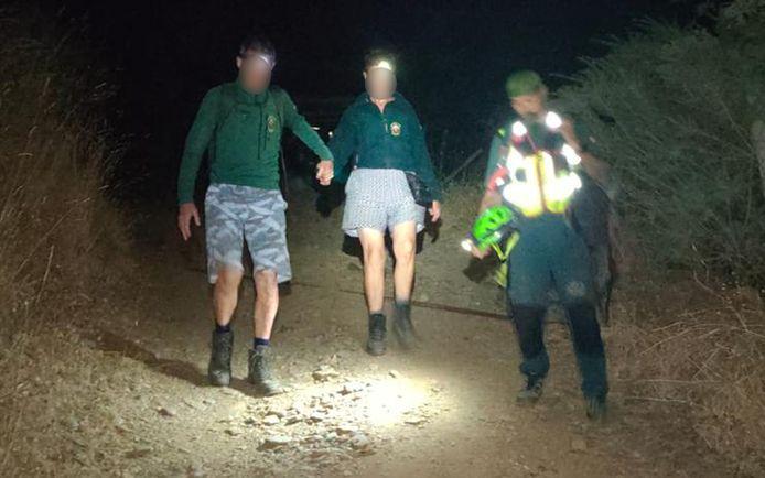 Het koppel werd om 1 uur 's nachts uitgeput aangetroffen in moeilijk begaanbaar gebied.