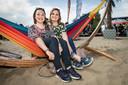 Susan de Roo (26, links) en Roxy Thijs (27).